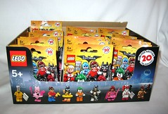 71017 lego the lego batman movie minifigures 2017 set of 20 misb with box (tjparkside) Tags: 71017 lego batman movie minifigures 2017 set 20 misb with box lobster lovin glam metal fairy clan cave vacation barbara gordon commisioner arkham asylum joker robin dick grayson pink power batgirl red hood eraser nurse harley quinn orca zodiac master catman march harriet calculator king tut mime series collectable minifigure mini figure figures fig figs twenty