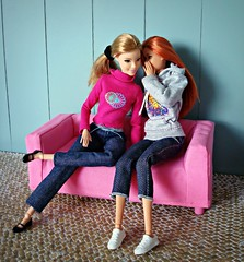 Best friends (Deejay Bafaroy) Tags: barbie fashionistas doll dolls puppe puppen mattel madetomove mtm lovelyinlilac 53 glamteam redhead portrait porträt pink rosa huset ikea klippan sofa couch furniture möbel 16 scale playscale miniature miniatur