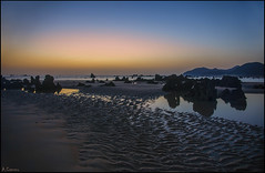 Cuando amanece (antoniocamero21) Tags: amanecer paisaje marina rocas cielo color foto sony noja cantabria playa arena reflejos