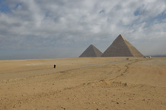 The Great Pyramids / Velike piramide (Vjekoslav1) Tags: pyramid gizeh giza egypt egipat afrika africa pustinja desert zapadnapustinja westerndesert kefren keops khufu cheops khafre put path road kairo cairo ancient drevni old sahara