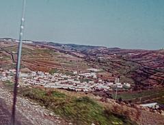 Llegando a Mafra, Portugal (rrodriguez16) Tags: rarb1950 campos countryside sierras hills pueblo village cerca near de mafra portugal analog film 35mm voigtländer bessamatic colorskopar 50mmf28 kodak kodachrome colorslides