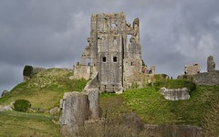 Corfe Castle (Tilney Gardner) Tags: corfecastle dorset uklandscape nikon purbecks clouds castle corfe