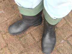 HEVEA  Acifort  zwart  gebr  035 (stevelman14) Tags: hevea acifort zwartgroen laarzen zeldzaam omgeslagenranden gedragen gebruikt dirty smerig outdoor