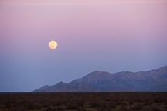 Sunset & Full Moonrise from US395 (John Lemieux) Tags: full moon moonrise sunset nikon d700 us395 highway 395 80200