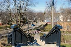 E. North Ave. from Kilbourn Park, Milwaukee (Cragin Spring) Tags: milwaukee milwaukeewi milwaukeewisconsin wisconsin wi city urban unitedstates usa unitedstatesofamerica street stairs steps kilbournpark midwest