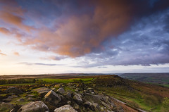 Sunrise from Curbar Edge (Lukasz Lukomski) Tags: derbyshire landscape krajobraz sunrise wschód anglia england uk lukaszlukomski nationalpark parknarodowy curbar edge greatbritain wielkabrytania unitedkingdom sigma1020 nikond7200 rocks sandstone gritstone hill europe clouds chmury niebo sky