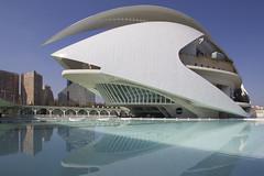 Ciudad de las Artes y de las Ciencias (Rene Stannarius) Tags: ciudad de las artes y ciencias city science arts valencia spain architektur spiegelungen