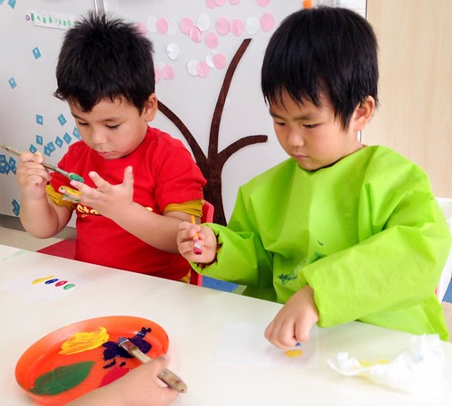 Finger print art at Star Kids International Preschool, Tokyo. #starkids #international #preschool #school #children #kids #kinder #kindergarten #daycare #fun #shibakoen #minatoku #tokyo #japan #instakids #instagood #twitter #子供 #幼稚園 #保育園 #スターキッズ #インターナショナ
