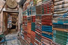 Libreria Acqua Alta (V Photography and Art) Tags: library bookshop acquaalta books wall wallofbooks courtyard italy venice italia venezia colour