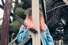 (Fer Svengali) Tags: azul outdoors reportaje storyboard rosa pink punk experimental spring lens prisma