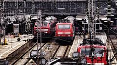 Locomotoras (Miradortigre) Tags: red rot germany deutschland railway bahnhof db alemania munchen bahn stazione treno locomotives ferrocarril  vias   lokomotiven