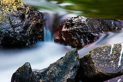 Floating Stones (AlexDaumFoto) Tags: water stone river see wasser floating steine fluss schleier