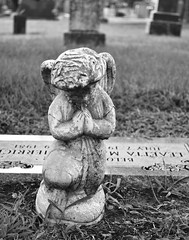 Small Angel Figurine, Praying (Wade From Oklahoma) Tags: oklahoma cemetery graveyard angel prayer praying figurine skiatook