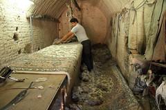 Visita a un taller de alfombras persas. Yazd (Txaro Franco) Tags: iran persia alfombra persa alfombrapersa carpet iranian persian yazd handicraft handmade artesanía seda silk silkroad rutadelaseda