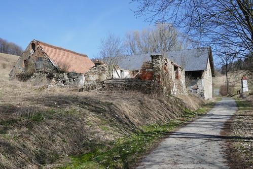 Zabudowania w górnej części wsi (Lutynia 20)