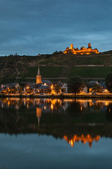 Burg Thurant bei Alken/ Mosel in der Abendstimmung (oblakkurt) Tags: burgen blauestunde abendstimmung mosel reflexionen