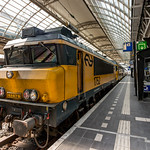 NS 1752 with DDM-1 7206 awaiting it's departure from Amsterdam CS thumbnail
