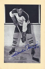 1944-63 NHL Beehive Hockey Photo / Group II - DICKIE MOORE (Left Wing) (Hockey Hall of Fame 1974) (b. 6 Jan 1931 - d. 19 Dec 2015 at age 84) - Autographed Hockey Card (Montreal Canadiens) (#274) (Baseball Autographs Football Coins) Tags: hockey beehive 1934 1967 19341967 groupi groupii groupiii woodgrain torontomapleleafs bostonbruins newyorkrangers montrealcanadiens chicagoblackhawks detroitredwings montrealmaroons newyorkamericans card photos hockeycards brooklynamericans nationalhockeyleague nhl dickmoore dickiemoore leftwing hof hhof halloffame hockeyhalloffame