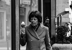 Ice Cream (Nicholas Rossetto) Tags: gelato ice cream donna woman bianco nero black white street photography padova nikon d7100 nicholas rossetto