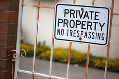 private property no trespassing (Pye42) Tags: alaskajunction notrespassing seattle washington westseattle gate metal privateproperty rusty sign unitedstates