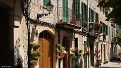 Street in Valldemossa (dreptacz) Tags: valldemossa wyspa majorka hiszpania ulica kwiaty doniczka drzwi okna architektura widok perspektywa sony55v sony lustrzanka slt55 balkon latarnia lampa okucia sonyflickraward