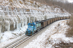 Rock cut view 2 (GLC 392) Tags: cymx mapletown pa pennsylvania emd sd382 22 cumberland mine railroad railway train coal empty bridge 11 tunnel river creek snow dpu kirby alicia rock cut ice covered