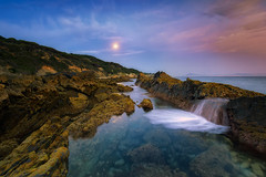 Bolonia a la luz de la luna....  (16/04/2017) (protsalke) Tags: bolonia longexposure colors seascape waterscape light moon sky clouds rocks nikon sea playa andalucia colores largaexposicion