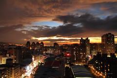 屋頂看夕陽 (Lavender0302) Tags: 夕陽 雲 建築 淡水 新北市 台灣 taiwan sunset clouds building