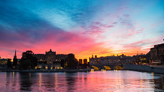 I'm not ready for this summer to end (OR_U) Tags: 2017 oru sweden stockholm 169 widescreen water sea sunset sky red city cityscape blue reflection 20170407
