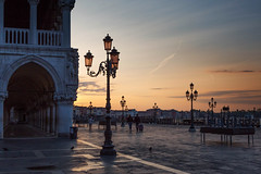Sunrise at Palazzo Ducale (V Photography and Art) Tags: venice venezia italy italia stmarcssquare palazzoducale sunrise lanterns palazzo morning dawn sunlight silhouette sky grandcanal arches