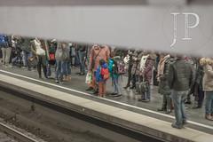1611_MUNICH-752 (JP Korpi-Vartiainen) Tags: baijeri bavaria bayern eteläsaksa germany munich münchen november saksa asema asemahalli autumnal city crowd fall hall halli ihmiset joukko juna kaupunki kaupunkimatka marraskuu matka matkailu matkustaa matkustaja metro people railroad railway rautatie southern station syksy syksyinen traffic train transport travel traveller travelling trip underground urbaani urban finland 358