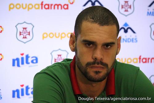 Thyago Costa, goleiro da Portuguesa Santista, em coletiva de imprensa realizada no estádio Ulrico Mursa