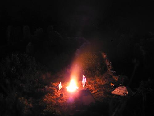 Lagerfeuer an der Burgruine