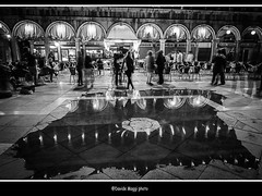 Venetian night (magicoda) Tags: venice people blackandwhite bw italy music reflection water night square lights nikon italia foto bn persone voyeur musica passion luci piazza fotografia dslr acqua venezia riflessi reflexion notte biancoenero