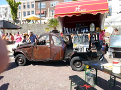 Koffie eend (redomave) Tags: arnhem zondag koffie rommelmarkt zomers 2vc