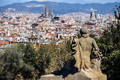 Observando (serarca) Tags: barcelona city familia ciudad estatua sagrada