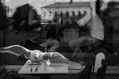 Bird of opportunity (Olderhvit) Tags: street blackandwhite opportunity bird canon 50mm gothenburg streetphotography 7d streetphoto goteborg gatufoto gatufotografi framingthestreet olderhvit