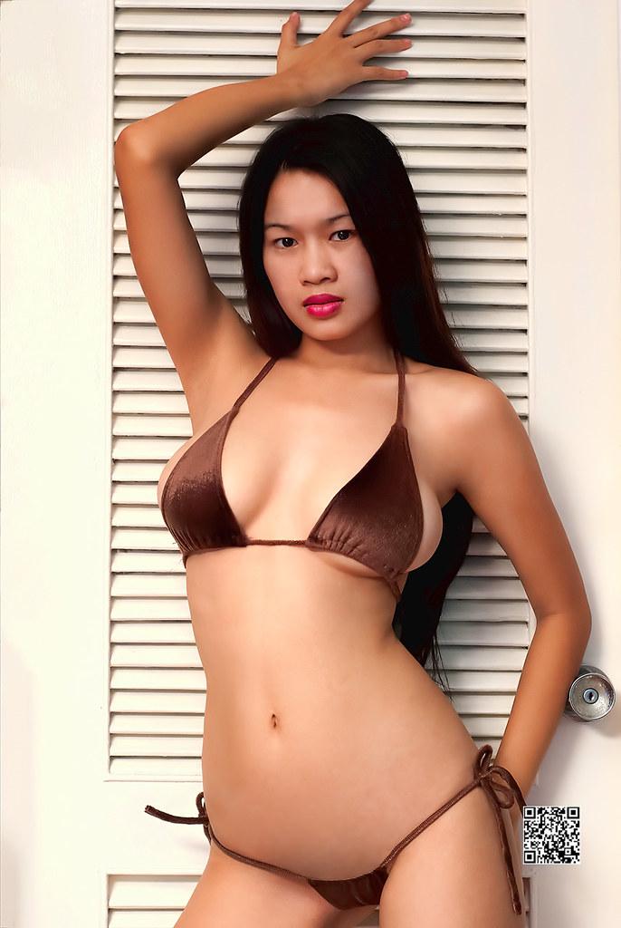 Thumbnail bikini model