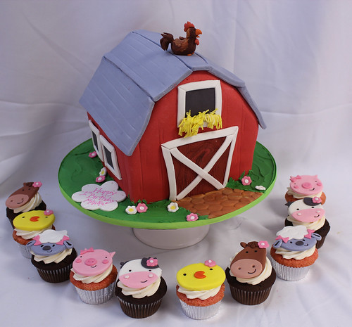 Barn Cake & Farm Animal Faces Cupcakes
