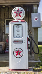 Texaco (will139) Tags: gasoline us40 gaspumps thenationalroad taxaco milemaker