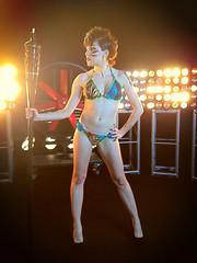 Angy se pone el bikini para saltar en Splash