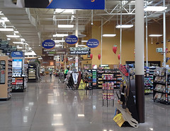 View across the front, one year later (l_dawg2000) Tags: 2004 mississippi supermarket ms grocerystore grocery renovation remodel kroger 2000s southaven 2013 krogerfuelcenter krogershoppingcenter krogermilleniumstyle 2013remodel kroger2012decor