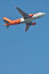 'U221BQ' (U28233) LGW-PSA (A380spotter) Tags: flight21042006u25331lgwtls11a0117 takeoff departure climb climbout belly airbus a319 100 geziw linatefiumicinopertutti livery colours scheme easyjetairline ezy u2 u221bq u28233 lgwpsa runway08r 08r london gatwick egkk lgw