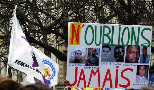 N'oublions jamais Amine Bentousi, Adama Traoré, Zyed et Bouna, Amadou Kouné, Théo, Hocine Bouras, Lamine Dieng, Malik Oussekine, Rémi Fraisse..............................................................................