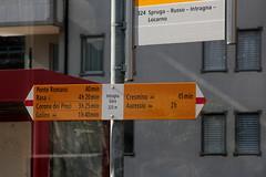Wegweiser Intragna Güra ( TI - 325 m - Standorttafel Tessiner Wanderwege ) bei Intragna Güra im Kanton Tessin der Schweiz (chrchr_75) Tags: hurni170221 hurni christoph chriguhurnibluemailch februar 2017 februar2017 wegweiser standorttafel kanton tessin kantontessin südschweiz schweiz suisse switzerland svizzera suissa swiss