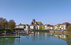 Meaux, la Marne, le port de plaisance et la cathédrale. (ychad) Tags: meaux cathédrale port marne