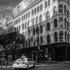Rues de Philadelphie (Lucille-bs) Tags: amérique etatsunis usa pennsylvanie philadelphie nb bw 500x500 rue city voitue taxi architecture fenêtre