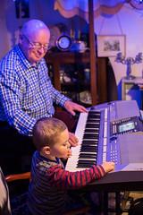 Chwarae gyda Tadcu (Sion Wyn Jones) Tags: 2016 aberporth cymru gethin music nadolig tadcu