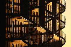 Shadow on the wall (Elbmaedchen) Tags: kehrwiederspitze treppen schatten schattenwurf sonnenlicht fassade speicherstadt hamburg stairs shadow sunlight langeschatten