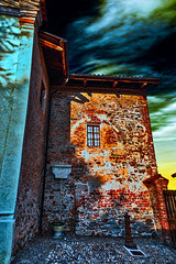 Urban comfort (Marco Trovò) Tags: marcotrovò hdr canong1x manta cuneo italia italy strada street casa house